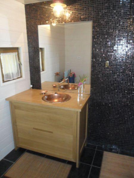 Agencement int rieur meuble sur mesure pr s de biarritz for Comdistance prise salle de bain